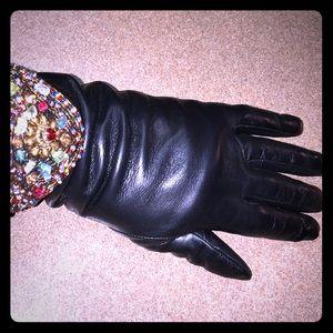 Accessories - Decorative Leather Glives